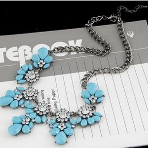 Jewelry - Blue Flower Necklace Short Crystal Pendant